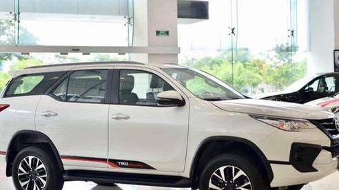 Xả hàng tồn kho, loạt ô tô giảm giá 'sốc' tới 120 triệu đồng trong tháng 6