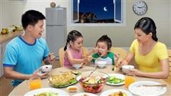Bữa cơm gia đình giúp duy trì chế độ ăn uống cân bằng