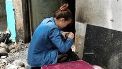 Thoát chết trong vụ cháy, con gái 18 tuổi ngã quỵ trước căn phòng khóc nghẹn gọi mẹ và 2 em vừa tử vong