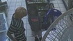 Bé gái 9 tuổi nhảy qua ban công nhà hàng xóm trốn bị mẹ và cha dượng ngược đãi