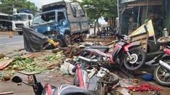 Xe tải 69C-051.59 liên tục đâm, va để dừng xe trước khi tông chết 5 người