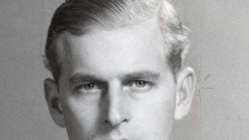 Loạt ảnh hồi trẻ hé lộ ngoại hình cực phẩm của chồng Nữ hoàng Anh