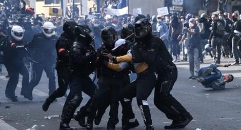 Người biểu tình chống phân biệt chủng tộc đụng độ cảnh sát Pháp