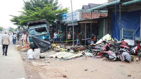 Họp chợ ven đường và tai nạn thảm khốc