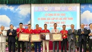 Trao 6 Kỷ lục Quốc gia cho Gốm Đất Việt