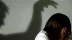 Vào nhà rẫy của hàng xóm chơi, bé 13 tuổi bị hiếp dâm