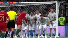 Ghi hat-trick làm rung chuyển thế giới, nhưng Ronaldo lại 'chết đứng' trên chấm 11m thân thuộc