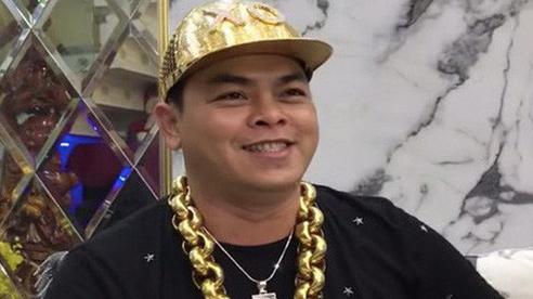 Phúc XO - đại gia đeo nhiều vàng nhất Việt Nam hầu tòa