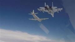 Clip B-52H nhận cảnh báo khi áp sát không phận Nga