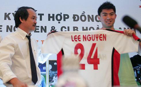 Tuyên bố bất thành của bầu Đức và góc khuất sau 'giấc mơ Lee Nguyễn' của cầu thủ Việt kiều