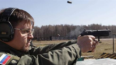 Súng ngắn Nga xuyên giáp dễ như bắn giấy