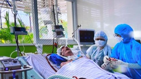 Bệnh nhân phi công người Anh có thể cười, gửi lời cảm ơn mọi người sau 91 ngày điều trị