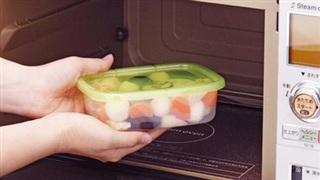 Đừng hâm nóng bằng lò vi sóng nếu bạn đang sử dụng các vật dụng này để chứa đựng thức ăn