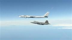Phản đòn trên không máy bay quân sự Mỹ 'oanh tạc' chiến đấu cơ Nga