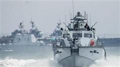 Ukraine đối đầu Nga bằng tàu cao tốc và chiến hạm Mỹ