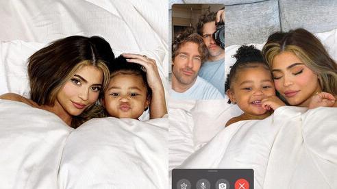 Giữa scandal, 'Tỷ phú hụt' Kylie Jenner cùng con gái rạng rỡ trên bìa tạp chí Vogue