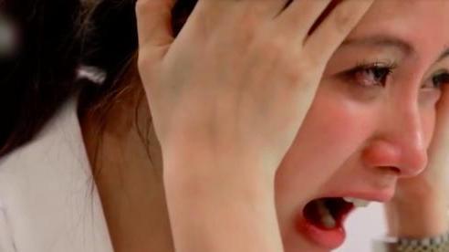 Nghe con khóc ré lên, tôi run rẩy lao vào ôm con trong nước mắt và ân hận vô cùng khi suýt phạm sai lầm tày trời