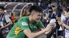 Ăn mừng cùng Phan Văn Đức, cựu thủ môn U23 Việt Nam gặp cảnh 'dở khóc dở cười' vì fan nhí