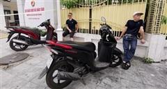 Đi xe máy trộm cắp, 'đụng' ngay Cảnh sát 141