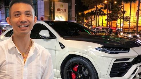Đại gia Bạc Liêu tậu Lamborghini Urus cũ Minh 'nhựa', độ thêm một chi tiết đắt giá trước khi nhận xe