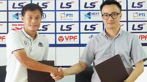 Quả bóng vàng Việt Nam Thành Lương chính thức ký gia hạn 2 năm với CLB bóng đá Hà Nội