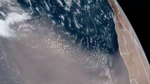 Một đám mây toàn bụi mịn khổng lồ đang băng qua Đại Tây Dương, sắp phủ kín bầu trời nước Mỹ