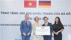 Nữ doanh nhân Việt Nam trao tặng 300.000 khẩu trang tới nhân dân Đức
