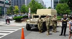Mỹ huy động Vệ binh quốc gia ngăn người biểu tình phá di tích