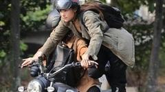 Minh Hằng thu hút trong trailer 'Kẻ săn tin'