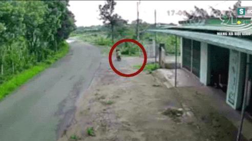 Bản tin tổ lái: Cú tông đâm sập bờ tường và pha tạt đầu ác hiểm của xe tải