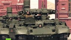 Báo Trung Quốc bóc mẽ dàn vũ khí tối tân Nga mang ra duyệt binh, hé lộ sự thật động trời!