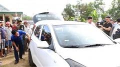 Cận cảnh lô ma túy khủng giấu trong 2 ba lô trên chiếc xe con bỏ chạy khi bị vây bắt