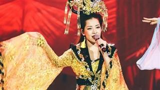 Sau sự cố hát phô, Chi Pu xuất hiện lộng lẫy với hình ảnh Kiều Nguyệt Nga và giọng hát gây ngạc nhiên