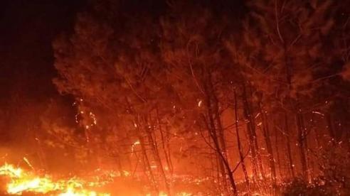Cháy rừng liên huyện lớn nhất ở Nghệ An từ trước đến nay