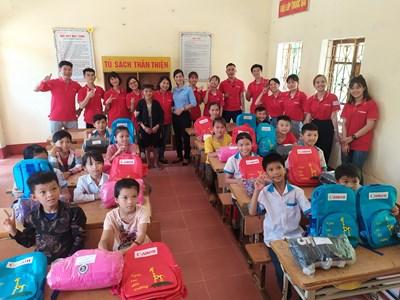 Canon Việt Nam thăm, tặng quà điểm trường hữu nghị Canon-Thác Đất