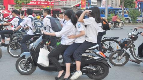 Bằng lái xe hạng A0: Học sinh sắp 'hết cửa' vô tư chạy xe máy, xe đạp điện