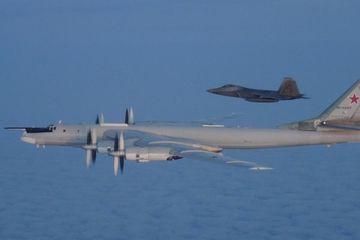 Nga - Mỹ biến không phận quốc tế thành 'võ đài' để đáp trả nhau?
