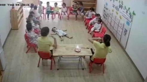Cười chảy nước mắt với bộ sưu tập 'khi con đi học mẫu giáo': Ai học mặc ai, mình nằm ngủ một giấc đã!