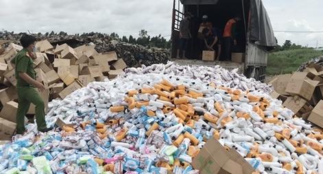 Tiêu hủy gần 18 tấn tang vật vi phạm hành chính