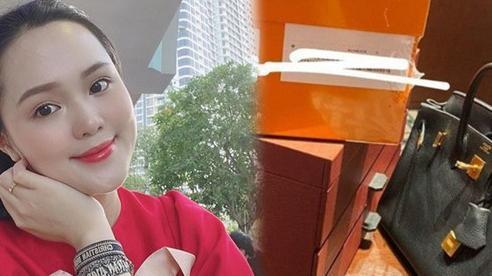 Quỳnh Anh khoe chiếc Birkin 25 mới toanh, có giá hơn 230 triệu đồng của mình