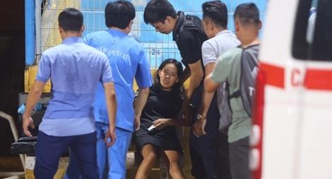 Nữ CĐV ngất xỉu giữa trận đấu của Hà Nội FC