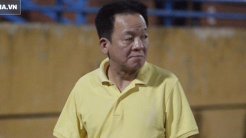 Bầu Hiển lộ rõ vẻ buồn bã, trầm ngâm rời sân Hàng Đẫy sau trận thua sốc của Hà Nội FC