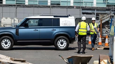 Land Rover Defender Hard Top - Vua địa hình làm dịch vụ