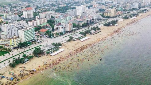 Hàng vạn du khách đang tấp nập ghé thăm: Sức hút đặc biệt từ 'thành phố du lịch quốc dân' Sầm Sơn