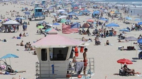 Kỷ lục hơn 8000 ca nhiễm mới tại bang California