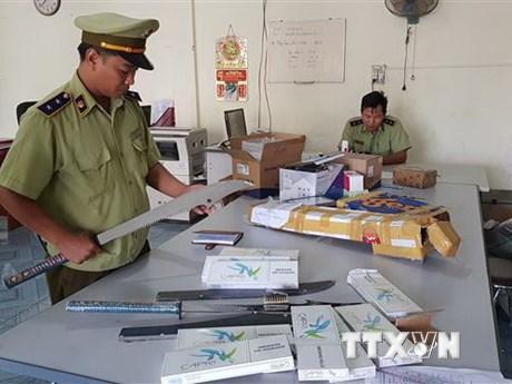 Phú Yên tạm giữ xe ôtô thư báo vận chuyển đạn đầu chì, đao