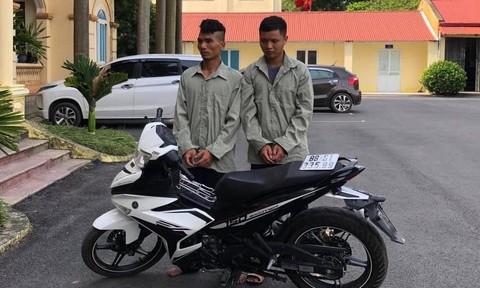 Cặp đôi mặc áo chống nắng trùm kín đầu đi cướp, vẫn bị bắt