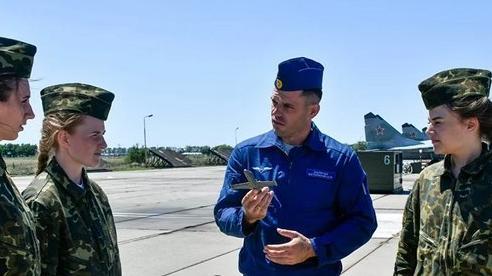 Vẻ đẹp rạng ngời của các nữ phi công chiến đấu Nga