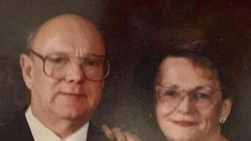 Cặp đôi sống cùng nhau hơn 5 thập kỷ qua đời vì virus corona cách nhau chỉ một tiếng