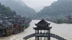 Hàng trăm con sông vượt mức nước báo động, thiệt hại không kể xiết: TQ lại tiếp tục đón 'hung tin'